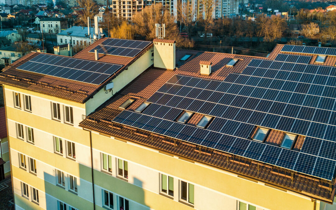 Pannelli solari installati su un condominio