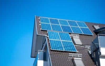 Interessati ad un impianto fotovoltaico a Monza? Chiedete a Sagi Energia!Fotovoltaico Monza: un modo di produrre energia sempre più popolare L'installazione di un impianto fotovoltaico a Monza è ormai un intervento che centinaia di famiglie ogni anno decidono di effettuare sia per contribuire alla salvaguardia del pianeta sia per risparmiare sulle spese delle utenze. La presenza dei pannelli solari, infatti, permette di tagliare in modo considerevole le bollette, il che rappresenta un bell'incentivo per tantissime persone di passare ad un metodo più ecologico di produrre energia.  Per prendere una decisione come questa, però, è necessario avere alle spalle dei professionisti in grado di rispondere alle domande e ai dubbi di chi sta pensando ad un impianto fotovoltaico a Monza per la propria abitazione. In situazioni di questo tipo, la cosa più importante è avere ben chiaro come sarà il risultato finale alla fine dei lavori in modo tale da poter capire se si tratta di qualcosa adatto al proprio stile di vita.  L'individuazione di una ditta per cui lavorano degli operai specializzati nell'ambito del fotovoltaico a Monza permette inoltre di essere certi che l'intervento di installazione verrà effettuato a regola d'arte e che quindi il nuovo impianto sia in grado di funzionare in modo ottimale. Insomma, benché i pannelli solari rappresentino sicuramente il futuro, il nostro consiglio è di essere cauti prima di prendere un impegno con una ditta in particolare.  A chi rivolgersi per l'installazione di un impianto fotovoltaico Monza? Il mondo del fotovoltaico a Monza è dominato da un'azienda che da più di 10 anni si propone come punto di riferimento per tutte le persone della zona che hanno bisogno di interventi di tipo termoidraulico. Si tratta di una ditta che può vantare una squadra di tecnici di prim'ordine che con professionalità e dedizione si mettono al servizio dei clienti, proponendo servizi di diverso tipo. Avete capito di chi stiamo parlando? Ma di Sagi Energia,